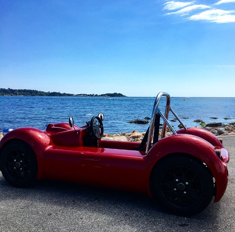DRIVING AN ELECTRIC SINGLE SEATER CAR IN CANNES