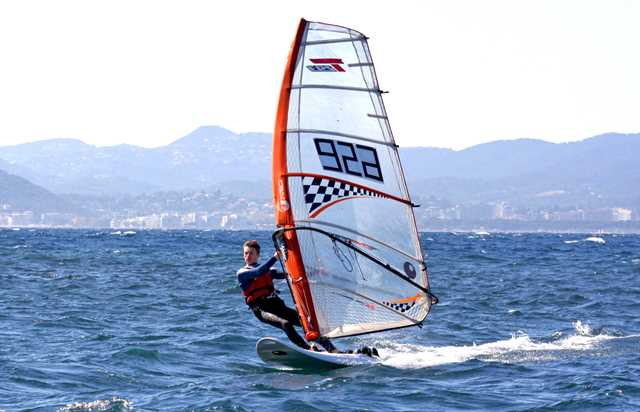 cannes jeunesse - windsurf rental in cannes